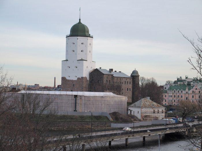 Viipurin linnaan vangitut suojeluskuntalaiset antoivat valomerkkejä ikkunasta. Linnaa korjattiin syksyllä 2018. – Kuva Lasse Koskinen.
